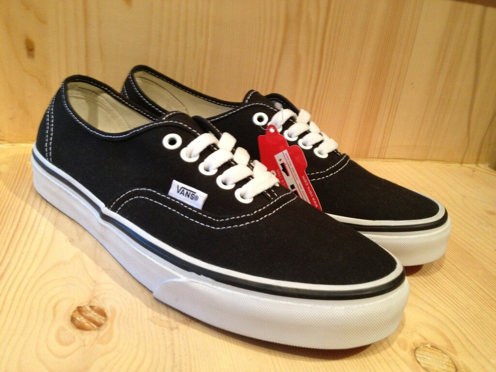 vans promotional mix Company marketing strategy: vans 1 company marketing strategy: vans christopher parks southern new hampshire university 6 november 2015 2 final project: vans 2 company overview vans began operations in 1966 under the name the van doren rubber company.